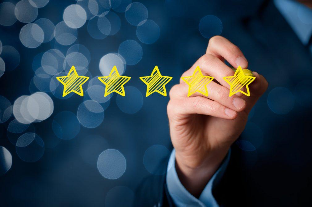 מה ההבדל בין ביקורת קורא מאומתת (VERIFIED REVIEW) מול ביקורת לא מאומתת ?