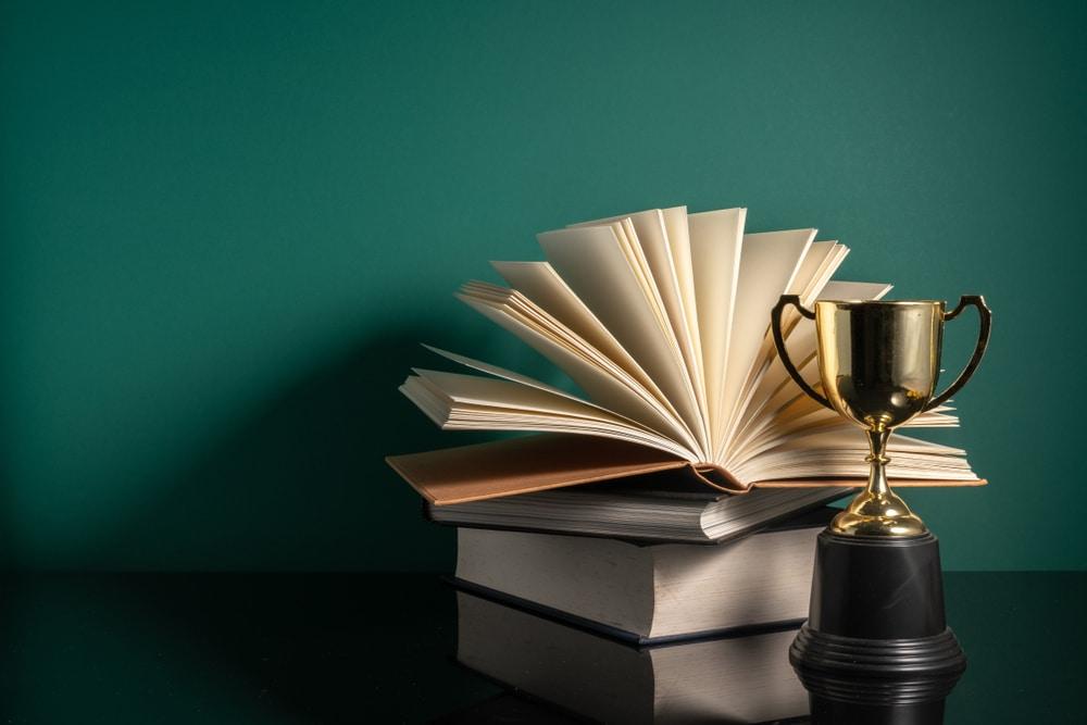 הוצאת ספר עיון וחשיפה בינלאומית – למי זה מתאים ומה כולל התהליך?