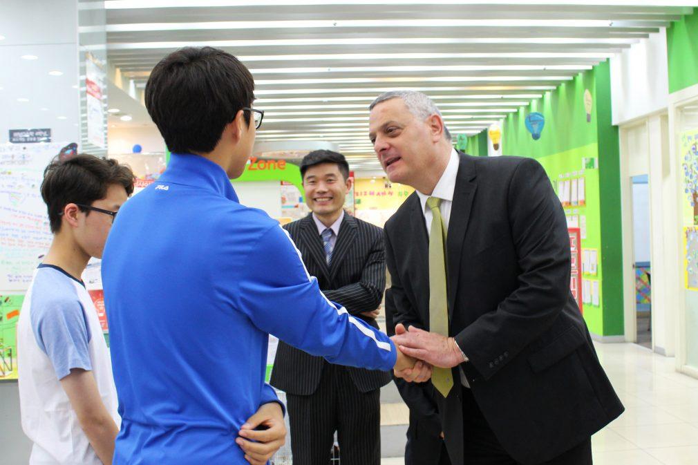 מי תורם לחינוך למצויינות בסין?